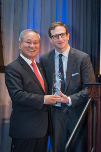 Mr. Chang Receiving IIUSA Award, 6th Annual Industry Forum 10-2016